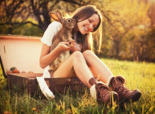 Mulher e coelho
