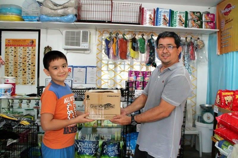 Menino filipino e seu pai