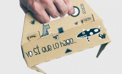 Uma empresa espanhola inventa uma pinça de papelão para recolher fezes de cães