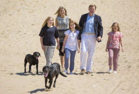 Cães da realeza europeia: o labrador negro com a família real da Holanda