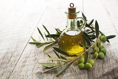 Azeite de oliva para o tratamento da pele canina