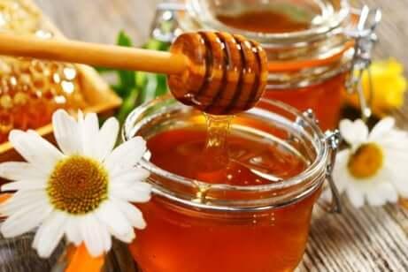 Como o mel é produzido e coletado?