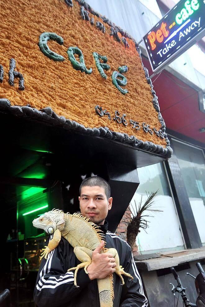 Um café em Hanói na companhia de animais de estimação exóticos